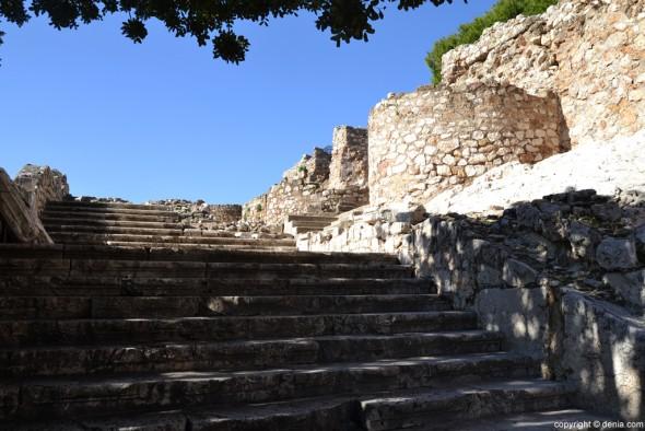 Castillo-de-Dénia-escalera-del-Palau-590x394